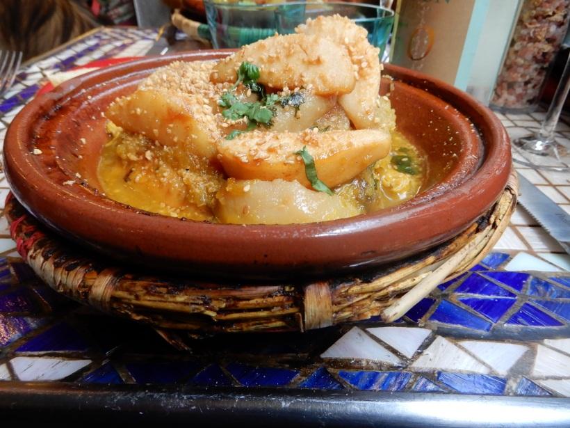 Tagine poulet aux poires, miel et amande.